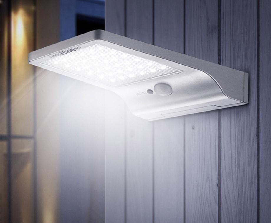Ultra Dunne Solar Buitenlamp Geeft Extreem Veel Licht