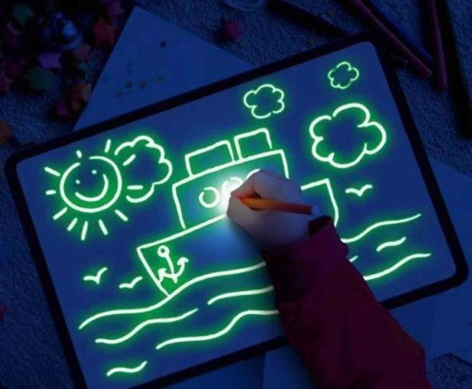 Glow In The Dark A5 Tekenbord - Een Unieke Tekenervaring Voor Jong En Oud! <br/>EUR 5.95 <br/> <a href='https://www.voordeelvanger.nl/voordeel/?tt=24641_1458552_321771_&r=https%3A%2F%2Fwww.voordeelvanger.nl%2Fglow-in-the-dark-tekenbord-a5.html' target='_blank'>Bekijk de Deal</a>